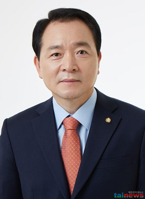 성일종 국회의원_사진.jpg